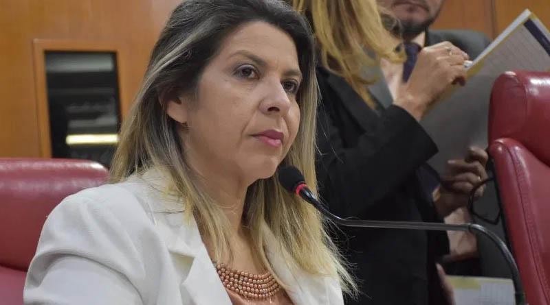 HOMENAGENS: vereadora de João Pessoa e advogada sousense parabenizam presidente do diretório do PP em Sousa pelo seu aniversários: OUÇA - Foto: reprodução
