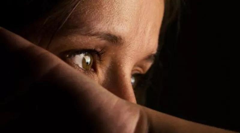 Mãe é suspeita de estuprar filho de 4 anos e gravar violência em vídeos