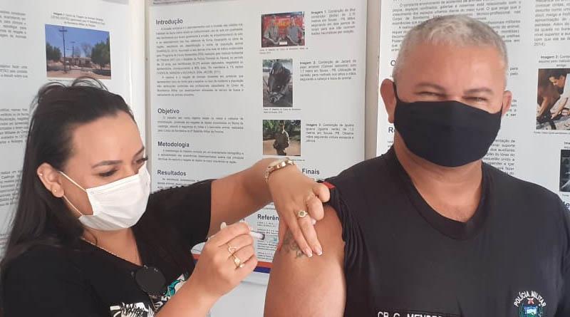 Policiais do 14° BPM em Sousa começam a ser vacinados contra a COVID-19 - FOTOS
