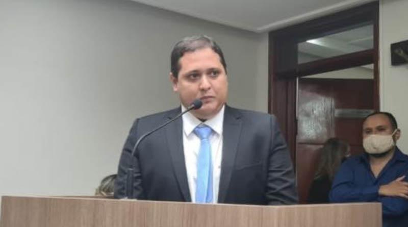 Prefeitura realiza limpeza do canal em Sousa após solicitação feita através de requerimento do vereador Novinho de Carlão