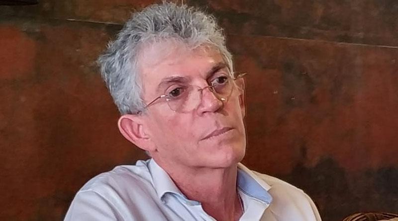 """""""Ando de cabeça erguida e nunca usei dinheiro ilegal"""" disse Ricardo Coutinho em visita a Sousa-PB antes de ser preso - OUÇA"""