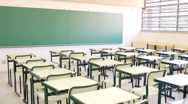 Denúncia aponta que estudantes estão expostos ao sol mesmo dentro da sala de aula em escola da rede pública em Sousa - VEJA