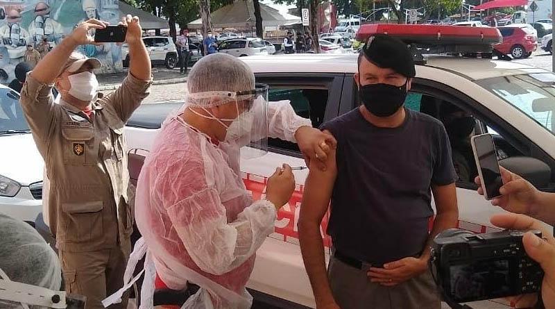 Profissionais de segurança da PB em Sousa e outras três cidades se vacinam contra a Covid-19, nesta quinta